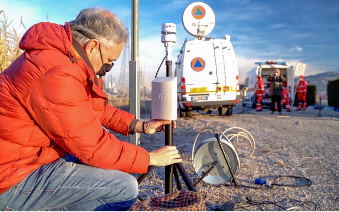 The FASTER Local Weather Station: monitoring weather conditions with real-time support to decision-making in rescue missions